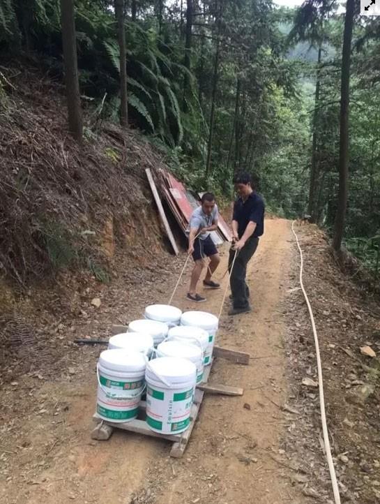 Cô gái xây nhà trên núi đưa cha mẹ lên sống ẩn dật  - Ảnh 6.