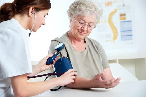 Bệnh tăng huyết áp ở người già : Nguyên nhân và cách chữa trị - Ảnh 1.
