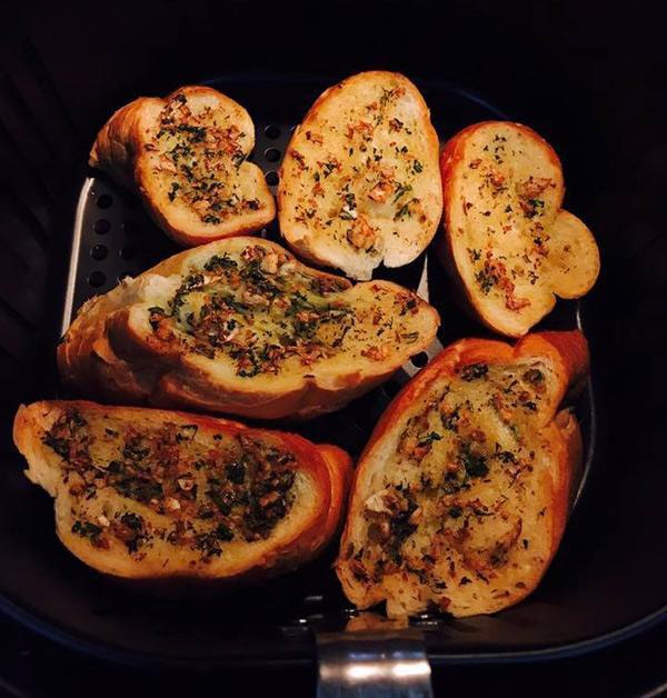 Những món ăn chế biến bằng nồi chiên không dầu được chị em khen nức nở - Ảnh 5.