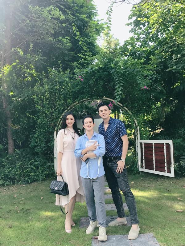 """Maya khoe ảnh gia đình hạnh phúc bên MC Tuấn Tú và Quang Anh, dân mạng rần rần đoán mẹ Bảo """"Về nhà đi con"""" trở về - Ảnh 3."""