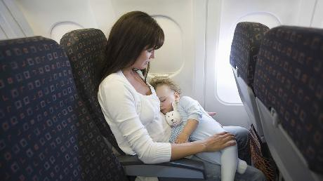 Những lưu ý không thể bỏ qua khi đặt vé máy bay cho gia đình có trẻ nhỏ - Ảnh 2.