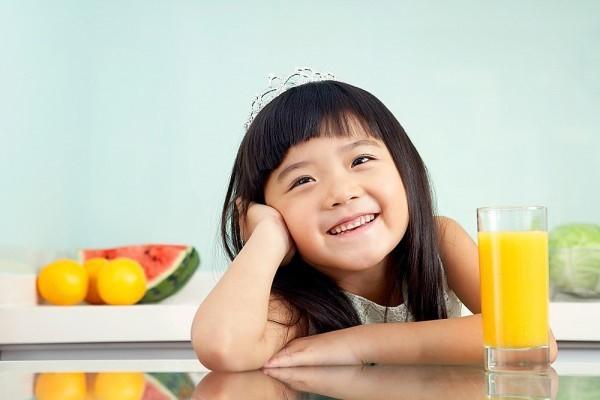 Cam rất bổ cho trẻ nhưng ăn kiểu này cực độc, mẹ nhớ bỏ ngay trước khi quá muộn - Ảnh 2.