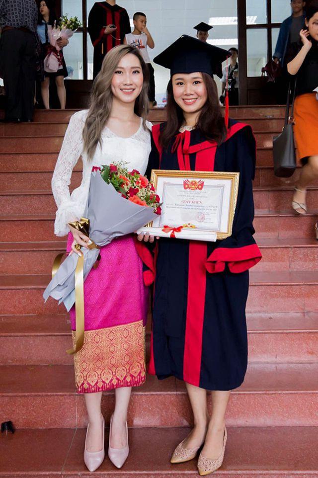 """""""Bông hồng"""" Lào gốc Việt xinh đẹp trong lễ tốt nghiệp tại Học viện Ngoại giao - Ảnh 6."""