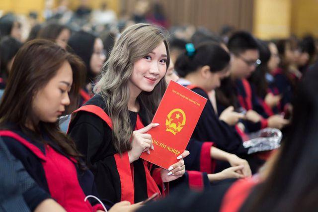 """""""Bông hồng"""" Lào gốc Việt xinh đẹp trong lễ tốt nghiệp tại Học viện Ngoại giao - Ảnh 8."""
