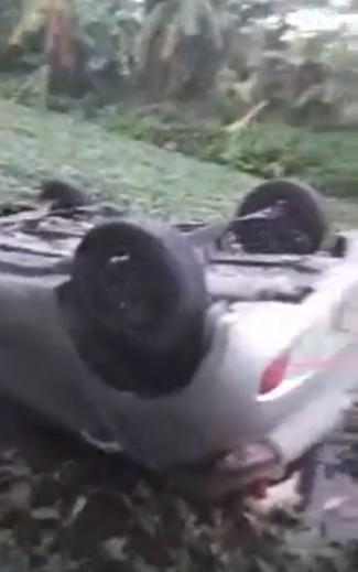 Bắc Ninh: Người đàn ông tử vong trong xe ô tô lật ngửa dưới mương - Ảnh 1.