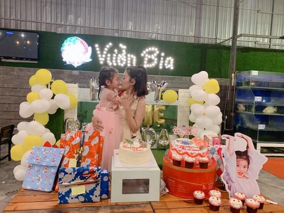 Mai Phương tổ chức tiệc sinh nhật cho con gái nhưng bình luận của Phùng Ngọc Huy lại gây tranh cãi - Ảnh 1.