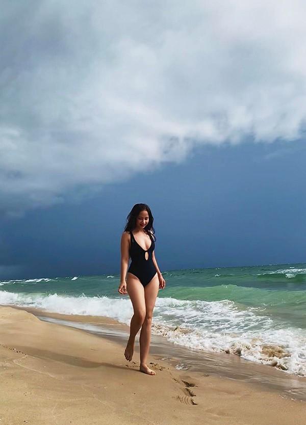 Diệu Thảo Phía trước là bầu trời khoe dáng với bikini - Ảnh 2.