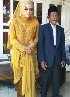 Cô gái đôi mươi yêu pháp sư 83 tuổi từ cái nhìn đầu tiên  - Ảnh 2.