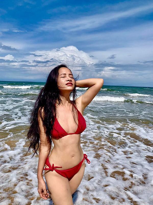 Diệu Thảo Phía trước là bầu trời khoe dáng với bikini - Ảnh 4.