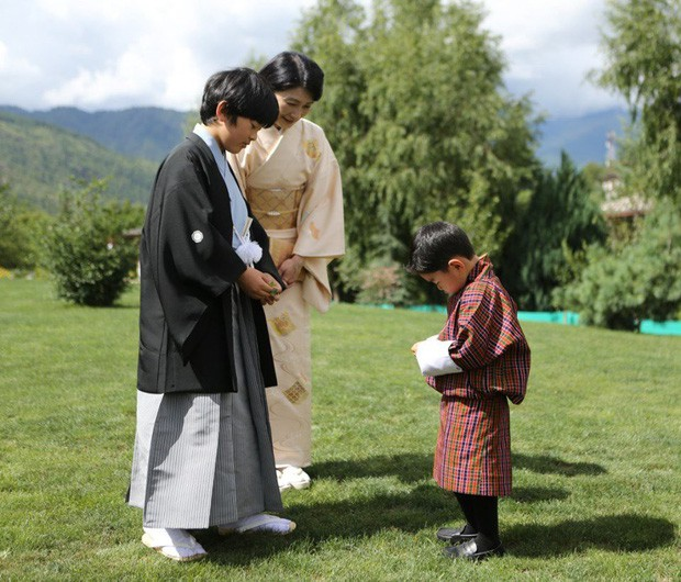 Hoàng hậu Bhutan đọ sắc Thái tử phi Nhật Bản nhưng 2 Hoàng tử nhỏ mới là tâm điểm chú ý - Ảnh 6.