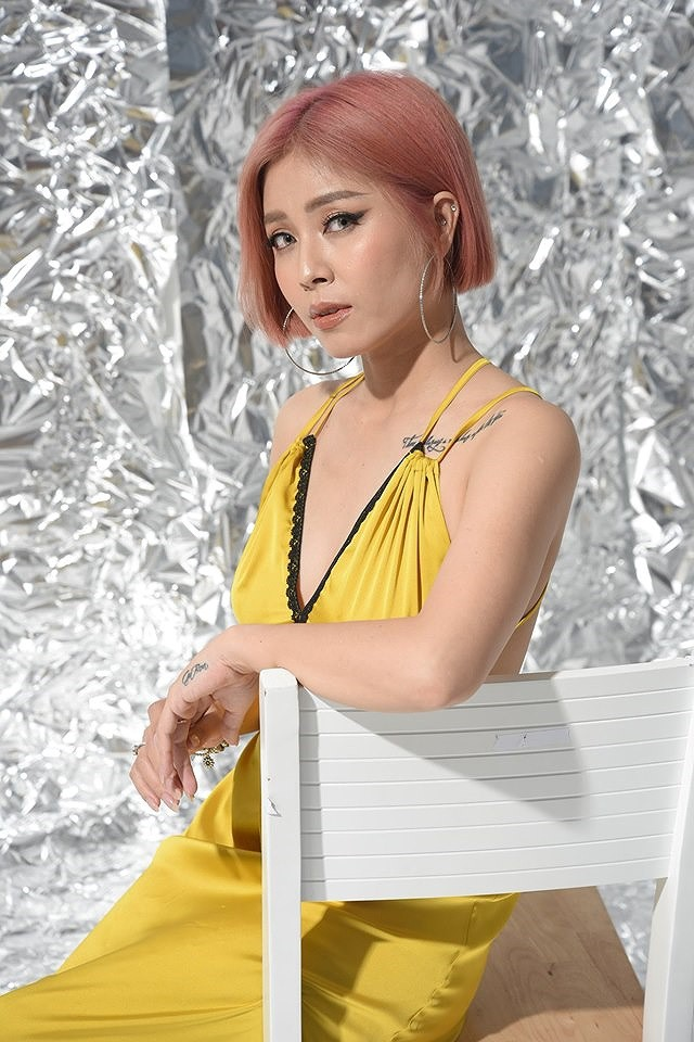 Loại ảnh sexy mới của MC Hoàng Linh gây tranh cãi - Ảnh 7.