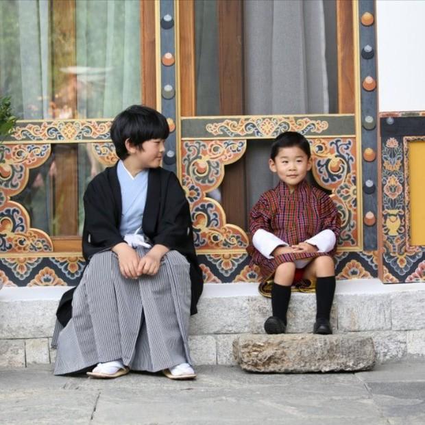 Hoàng hậu Bhutan đọ sắc Thái tử phi Nhật Bản nhưng 2 Hoàng tử nhỏ mới là tâm điểm chú ý - Ảnh 7.