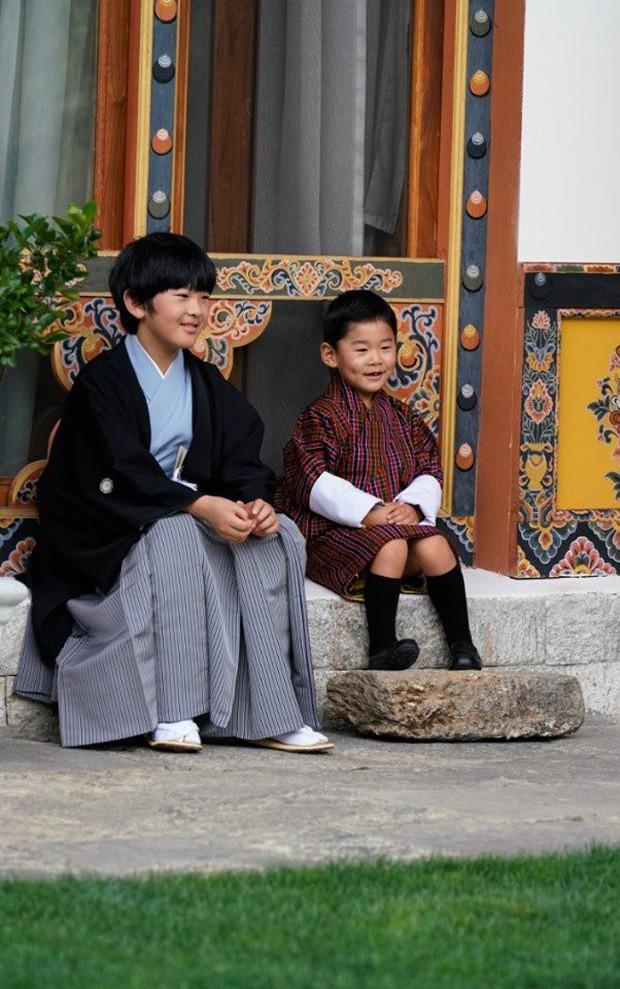 Hoàng hậu Bhutan đọ sắc Thái tử phi Nhật Bản nhưng 2 Hoàng tử nhỏ mới là tâm điểm chú ý - Ảnh 8.