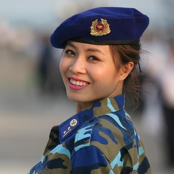 Loại ảnh sexy mới của MC Hoàng Linh gây tranh cãi - Ảnh 10.