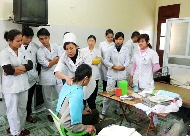 Quảng Ninh tăng cường đầu tư chăm sóc sức khỏe cho người cao tuổi - Ảnh 1.
