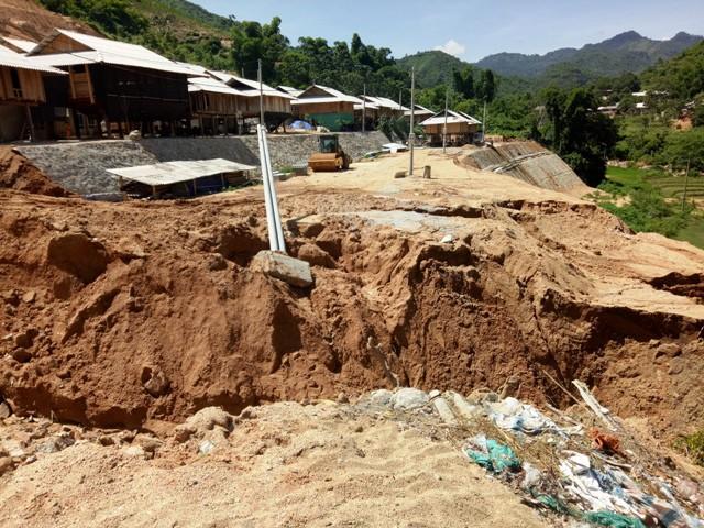 Huyện Mường Lát, Thanh Hoá: Sống thấp thỏm bên khu tái định cư mới Na Chừa - Ảnh 2.