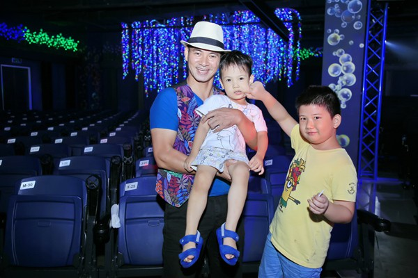 Xuân Bắc cùng các em nhỏ phấn khích trước màn trình diễn của phù thủy bong bóng Fan Yang - Ảnh 3.