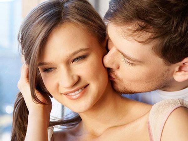 Nụ hôn sâu ở cổ nguy hiểm đến mức có thể khiến bạn đột quỵ - Ảnh 1.
