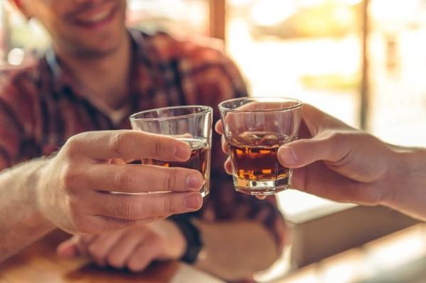 Những người mắc 4 bệnh này, thèm rượu đến mấy cũng không thể uống - Ảnh 1.