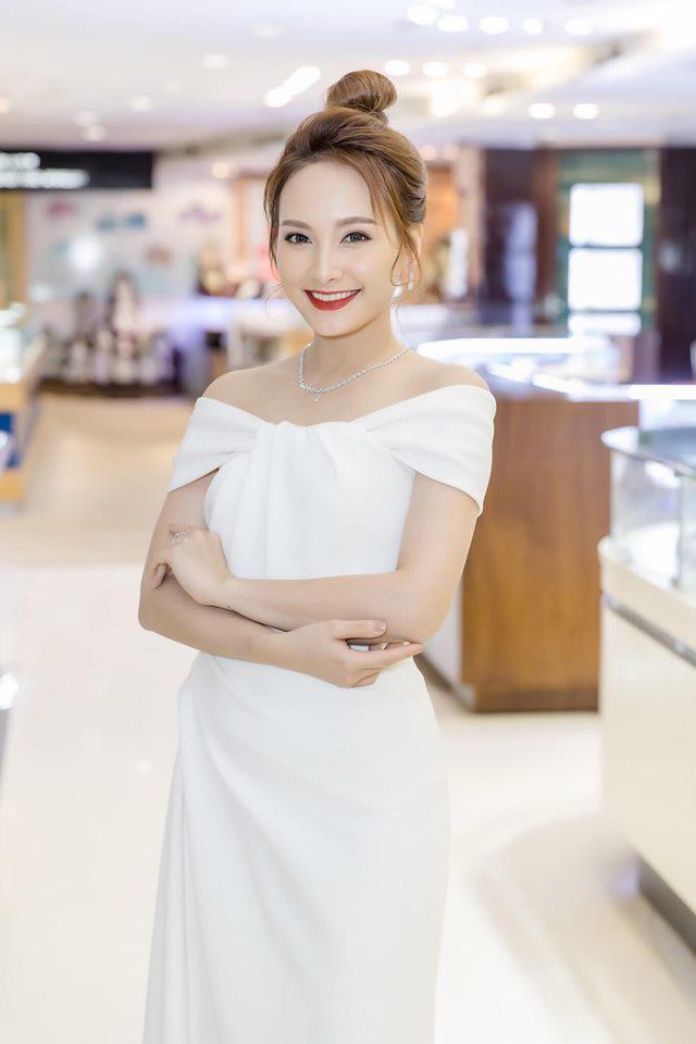 So kè style 3 nàng ngọc nữ 1990 của điện ảnh Việt: Người chăm diện đồ trễ nải, người thích diện đồ xì-tin hack tuổi triệt để  - Ảnh 12.