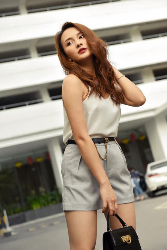 So kè style 3 nàng ngọc nữ 1990 của điện ảnh Việt: Người chăm diện đồ trễ nải, người thích diện đồ xì-tin hack tuổi triệt để  - Ảnh 17.