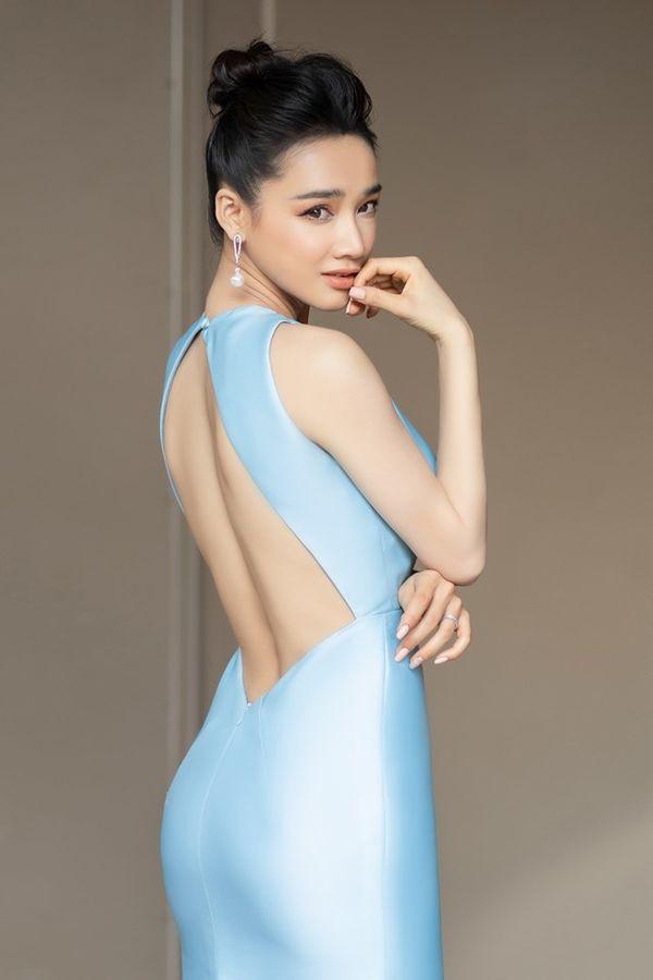 So kè style 3 nàng ngọc nữ 1990 của điện ảnh Việt: Người chăm diện đồ trễ nải, người thích diện đồ xì-tin hack tuổi triệt để  - Ảnh 3.