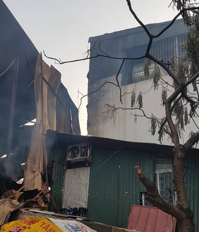 Chùm ảnh: Hiện trường tan hoang sau đám cháy lớn ở nhà máy phích nước Rạng Đông - Ảnh 8.