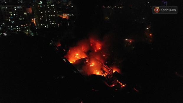 Vụ cháy Rạng Đông hơn 5 tiếng và tình người dân - Người lính trong hoả hoạn: Cảm ơn những chiến sĩ dũng cảm - Ảnh 1.