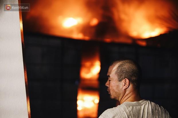 Vụ cháy Rạng Đông hơn 5 tiếng và tình người dân - Người lính trong hoả hoạn: Cảm ơn những chiến sĩ dũng cảm - Ảnh 8.