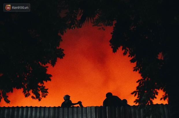 Vụ cháy Rạng Đông hơn 5 tiếng và tình người dân - Người lính trong hoả hoạn: Cảm ơn những chiến sĩ dũng cảm - Ảnh 9.