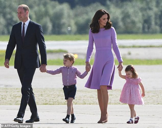 Lộ học phí đắt đỏ của Công chúa Charlotte con gái Công nương Kate - Hoàng tử William - Ảnh 1.