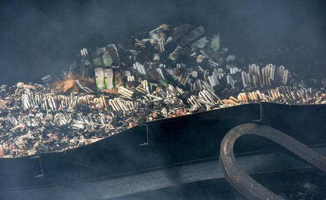 Công ty Rạng Đông gian dối về phát tán thuỷ ngân độc hại sau vụ cháy kinh hoàng  - Ảnh 2.