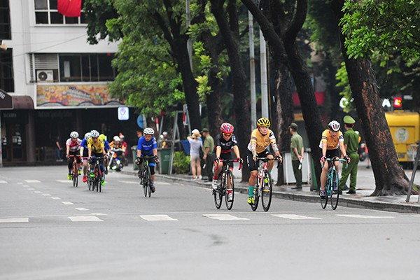 300 cua rơ tranh tài tại Giải đua xe đạp Hà Nội mở rộng 2019 - Ảnh 2.