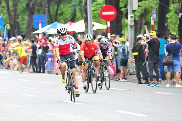 300 cua rơ tranh tài tại Giải đua xe đạp Hà Nội mở rộng 2019 - Ảnh 3.