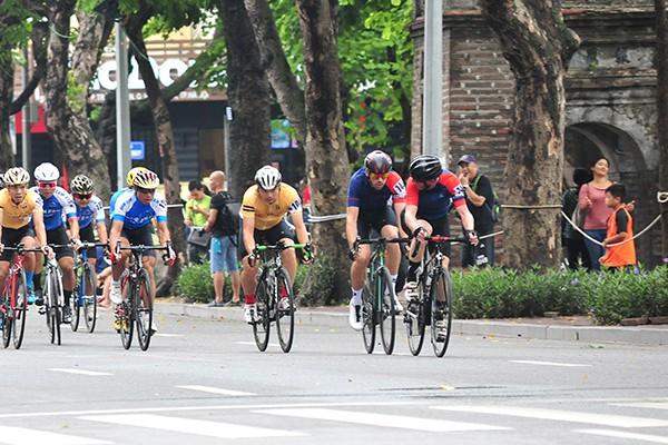 300 cua rơ tranh tài tại Giải đua xe đạp Hà Nội mở rộng 2019 - Ảnh 5.