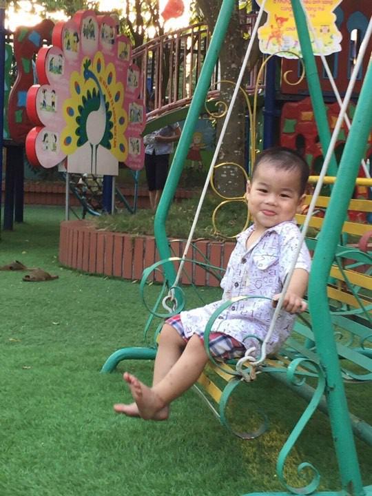 Xót xa bé trai 2 tuổi bị bỏng toàn thân do ngã vào nồi nước nóng - Ảnh 2.