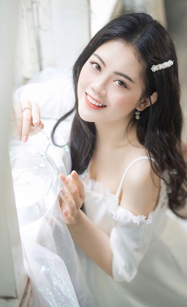 Dàn hot girl ĐH Ngoại thương xinh như hoa hậu Lương Thùy Linh - Ảnh 9.