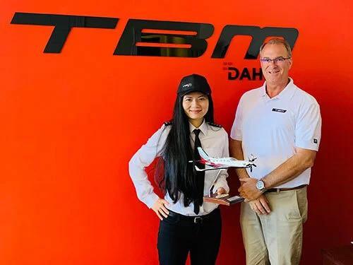 Nữ phi công Mỹ gốc Việt muốn bay một mình vòng quanh thế giới - Ảnh 2.
