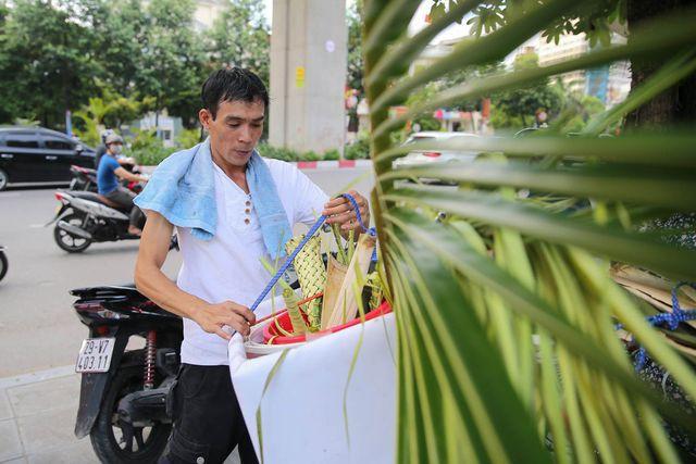 Hô biến lá dừa nước miền Tây thành giỏ hoa, con vật ở Hà Nội, kiếm tiền triệu mỗi ngày - Ảnh 14.