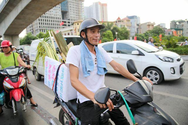 Hô biến lá dừa nước miền Tây thành giỏ hoa, con vật ở Hà Nội, kiếm tiền triệu mỗi ngày - Ảnh 15.