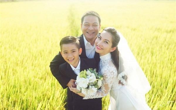 Điểm danh những ông bố dượng yêu con vợ như con đẻ trong showbiz Việt - Ảnh 5.