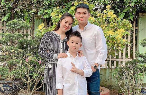 Điểm danh những ông bố dượng yêu con vợ như con đẻ trong showbiz Việt - Ảnh 3.
