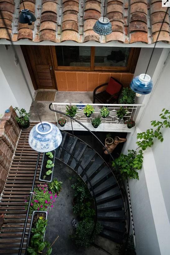 Nhà ống Sài Gòn đủ chỗ cho 4 gia đình nhỏ  - Ảnh 4.
