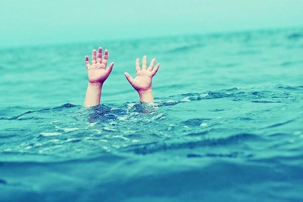 Bé trai 7 tuổi tử vong thương tâm tại bể bơi - Ảnh 1.