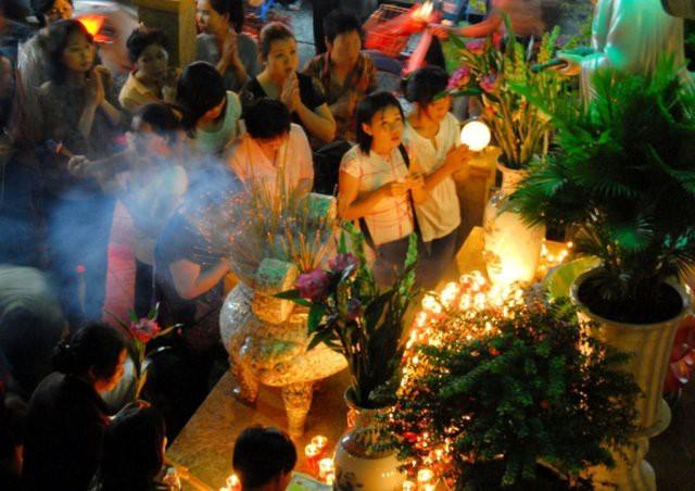 Nhiều người dùng bài thơ song thất lục bát của đại thi hào Nguyễn Du làm bài văn khấn cô hồn  - Ảnh 1.