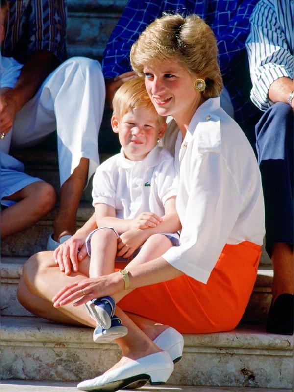 Nỗi cô đơn trong gia đình quyền thế của Hoàng tử Harry khi công nương Diana qua đời - Ảnh 3.