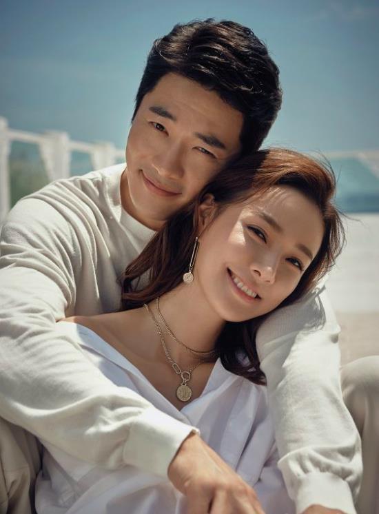 Hôn nhân không như mơ của các cặp minh tinh - tài tử showbiz Hàn - Ảnh 2.