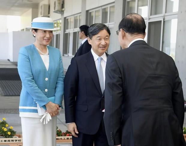 Vừa công bố ảnh lịch của năm, Hoàng hậu Nhật Bản đã gây sốt với vẻ đẹp vượt thời gian, mặc lại đồ cũ 22 năm vẫn thần thái ngút ngàn - Ảnh 6.