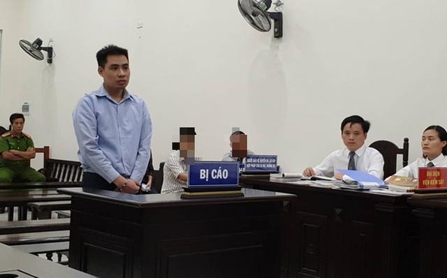 Vụ bé gái 9 tuổi bị hiếp dâm đến gãy tay ở Hà Nội: Bố nạn nhân nói gì sau phiên xử? - Ảnh 2.