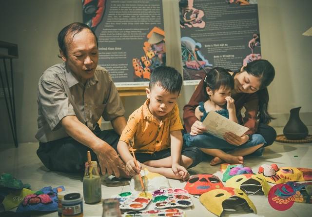 """Nỗi niềm """"thế hệ cuối"""" làm đồ chơi Trung thu truyền thống cho trẻ - Ảnh 1."""
